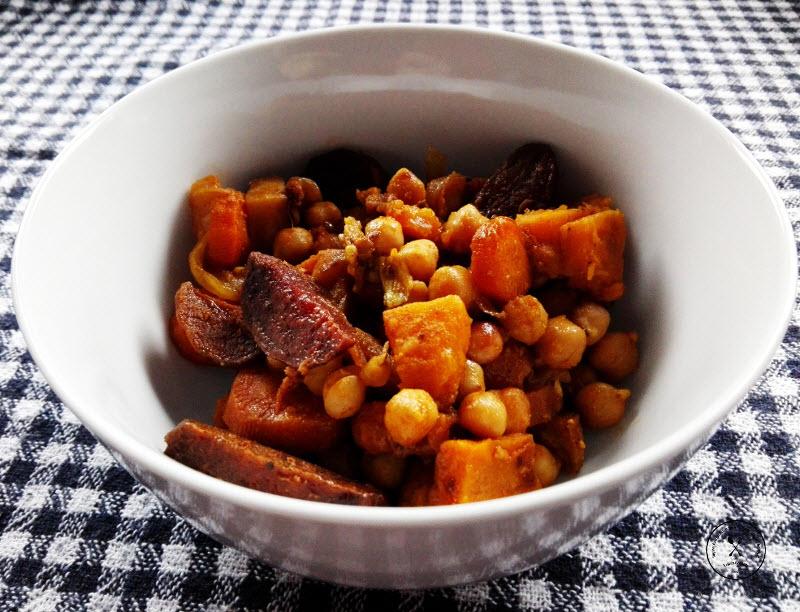 leblebije sa povrcem iz rerne, na stolu